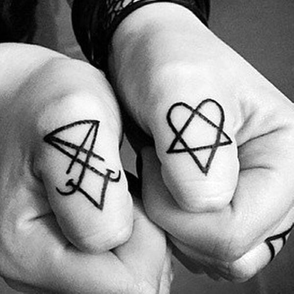 Cool Heartagram Thumb Tattoos For Men