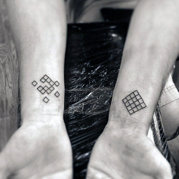 Formes Hommes's Wrist Tattoos