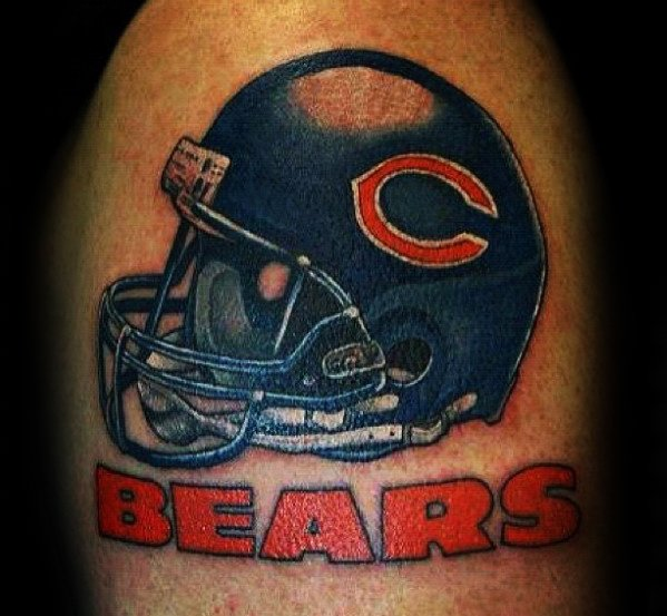 Mâle avec Cool Chicago Bears Nfl Casque Tattoo Design