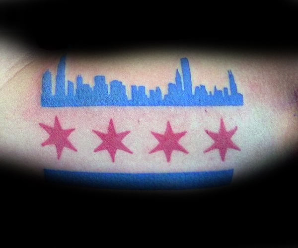 Blue And Red Ink Laki-laki Chicago Flag Tattoo On Biceps