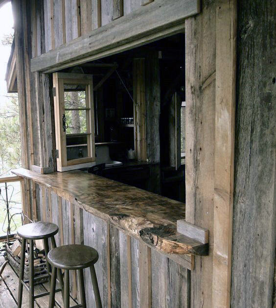 Rustic Wood Shed Bar Ideat
