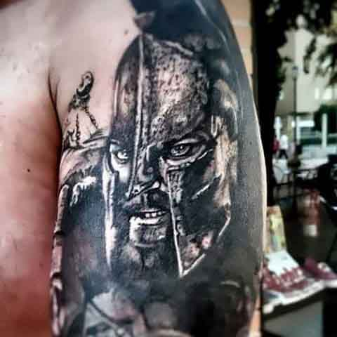 प्राचीन सॉलिडर पुरुष's Spartan Tattoo Designs On Arm