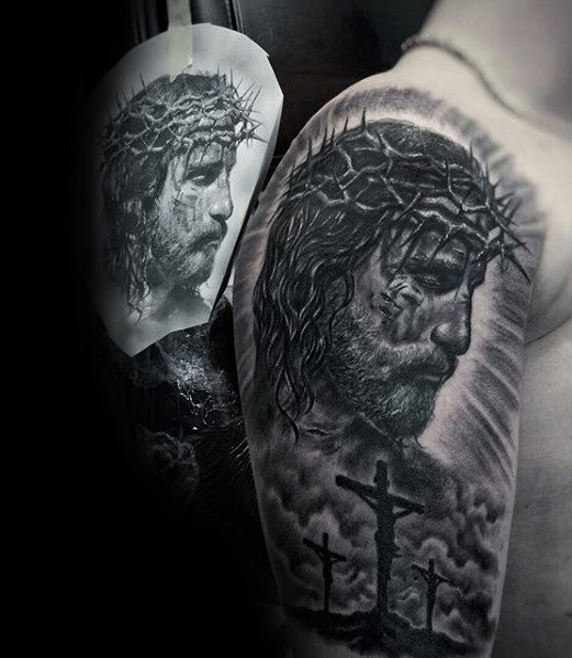 Cool Jesus Wearing Crown Of Thorns con Cross Guys Arm Tattoo Ideas