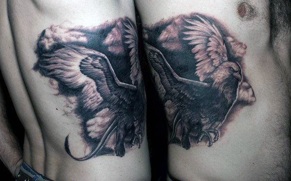 Shaded Flying Griffin Chicos Rib Cage Side Diseño negro y gris del tatuaje