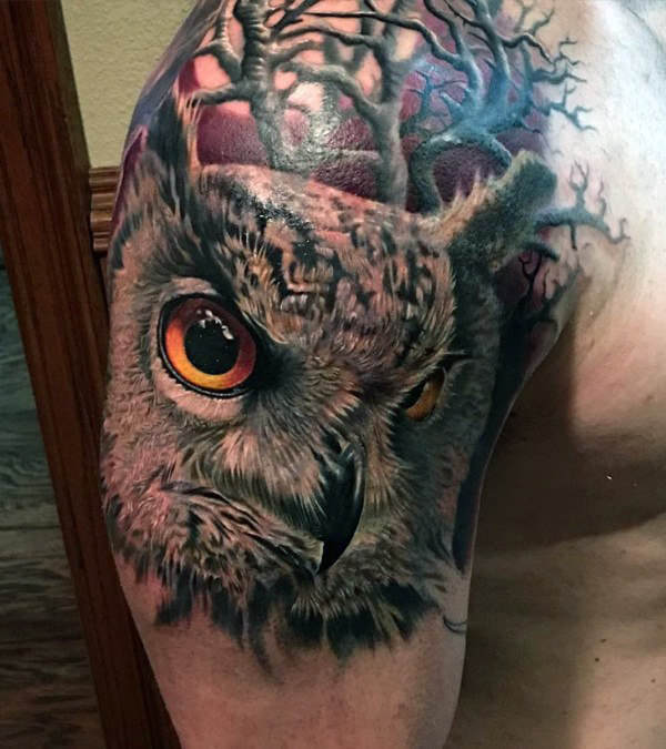 Mata tajam dari Owl Mens Quarter Sleeve Tattoo