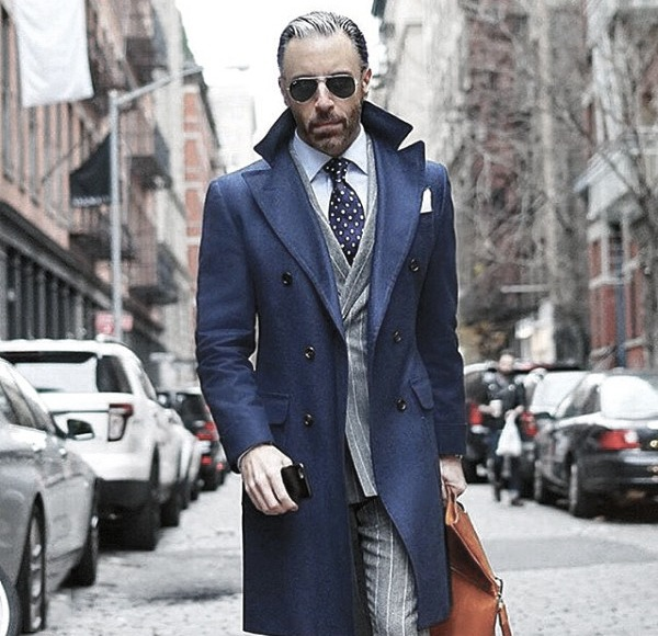 Dapper Mens Trendy Outfits Styles Peacoat azul con traje gris