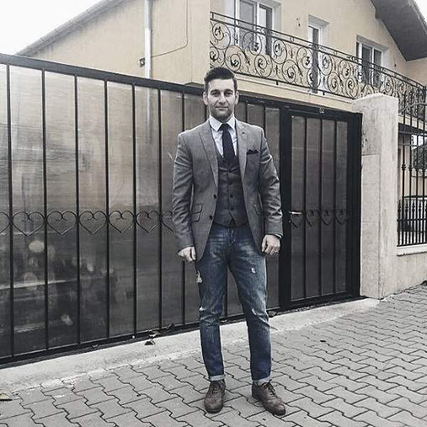 Guy With Cool Trendy Outfits Clothing Style Blazer gris con vaqueros