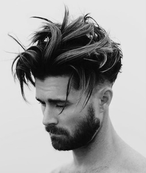 Moderne Messy mens coiffures cheveux moyens