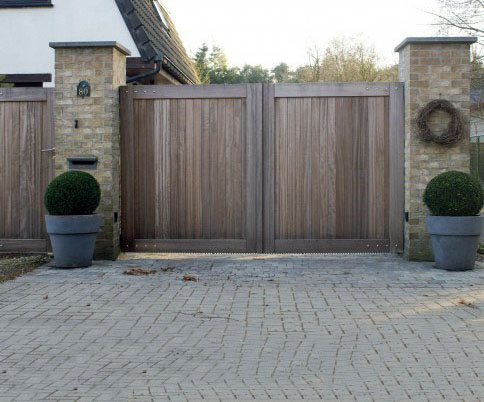 Remarkable Ideas For Wooden Gate With Rustic Look Finish