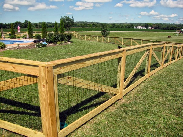 Awesome Wooden Fence Ideas With Mesh Wire