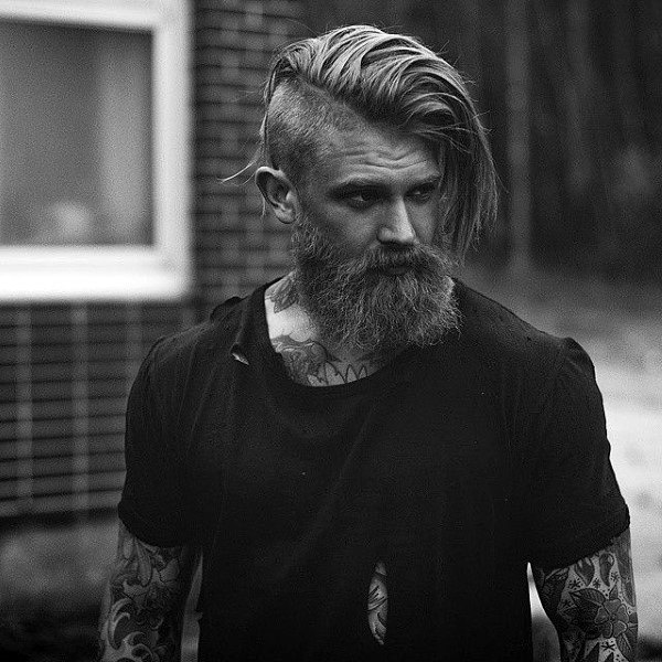 Side Part Pitkähihainen Mens Hairstyle With Beard